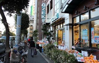 """休憩のおやつは大型スーパー""""OZEKI""""で"""